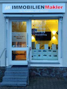 608-Leuchtkasten-dekupiert-Leuchtreklame-der-immobilien-makler-Radebeul