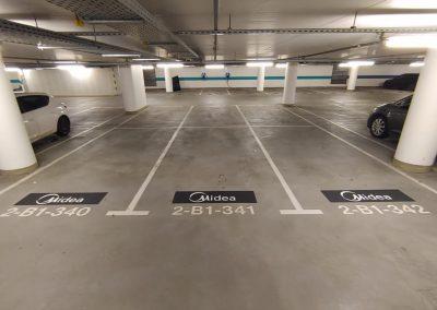 627-Parkplatzmarkierung-Tiefgarage-Parkplatzbeschriftung-Firmenlogo
