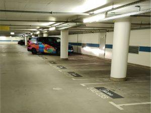 627-Parkplatzmarkierung-Tiefgarage-Parkplatzbeschriftung-Firmenlogo-gemalt-bundesweit