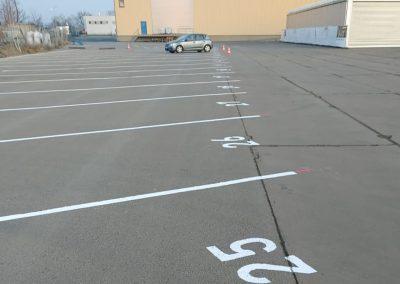 690-Parkplatzlinien-LKW-Trailer-Parkplatznummern-malen-beschriften-lackieren