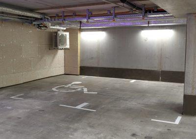 691-Parkplatz-Markierung-Farbe-Bodenmarkierung-Tiefgarage-Rollstuhl-Zeichen
