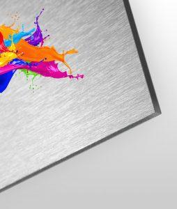 aluverbund-silber-geschliffen-gebrushed-schilder-plattendirektdruck-weissdruck-druck