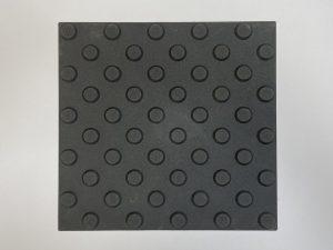 1010-taktile-Bodenleitsystem-Aufmerksamkeitsfeld-Platte-30x30cm-25mm-Noppen-schwarz