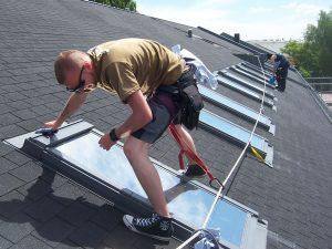476-Sonnnenschutzfolie-Silber-Mittel-Aussen-Dachfenster-Folierung-Montage-bundesweit