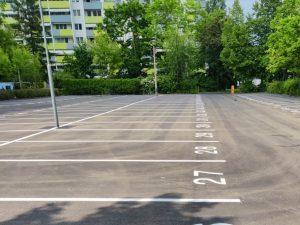 1011-Airless-Parkplatzbeschriftung-Parkplatznummerierung-Schablonierung-Spruehverfahren