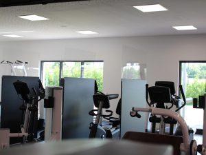 Trennwand-Coronaschutzwand-mobil-Fitnessclub-Seilsprung-Weilerswist