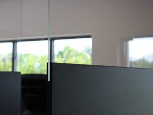 mobile-Trennwand-Kompaktplatte-viele-Farben-Plexiglas-Schutzwand