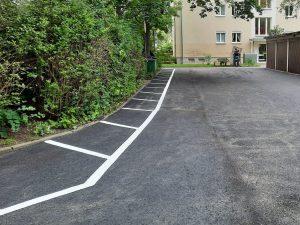 1013-Garagenhof-Bodenmarkierungsarbeiten-Sperrflaeche-malen