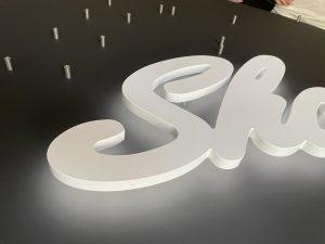 693-Leuchttechnik-Acrylbuchstaben-Rueckleuchter-homogene-Ausleuchtung
