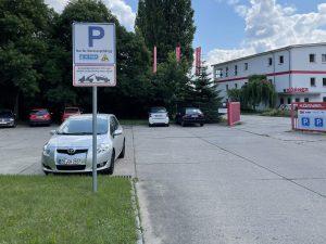 695-Parkplatzschild-Werksgelaende-Verkehrszeichen-Fahrzeug-abgeschleppt