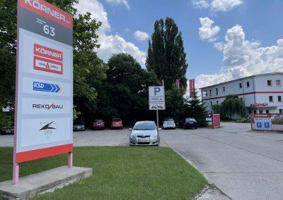 695-Parkplatzschild-mit-Pfosten-Betonfundament