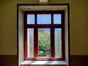 700-Glasdekor-geaetzt-Jugenstil-Motiv-Blumen-Ornamente-Treppenhaus-Fenster