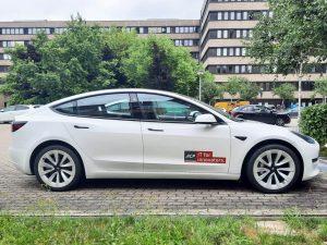 705-E-Fahrzeug-Car-Tesla-dezente-Fahrzeugbeschriftung