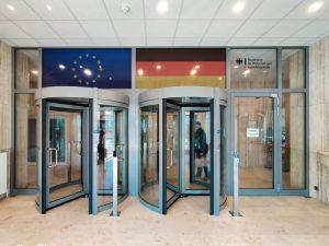 713-Fensterbeschriftung-transparenter-Aufkleber-Flagge-EU-Deutschland-BAFA