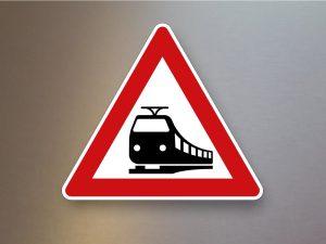 Verkehrsschild-Verkehrszeichen-Gefahrenzeichen-Bahnuebergang-151