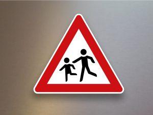 Verkehrsschild-Verkehrszeichen-Gefahrenzeichen-Kinder-Aufstellung-rechts-136-10