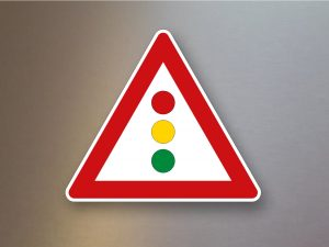 Verkehrsschild-Verkehrszeichen-Gefahrenzeichen-Lichtzeichenanlage-131