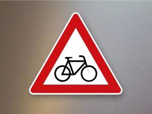 Verkehrsschild-Verkehrszeichen-Gefahrenzeichen-Radverkehr-Aufstellung-links-138-20
