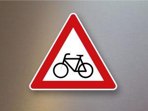 Verkehrsschild-Verkehrszeichen-Gefahrenzeichen-Radverkehr-Aufstellung-rechts-138-10