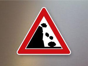 Verkehrsschild-Verkehrszeichen-Gefahrenzeichen-Steinschlag-Aufstellung-links-101-25