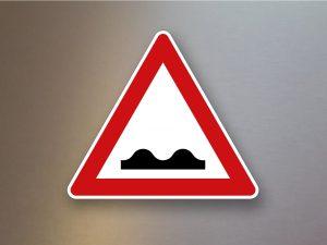 Verkehrsschild-Verkehrszeichen-Gefahrenzeichen-Unebene-Fahrbahn-112