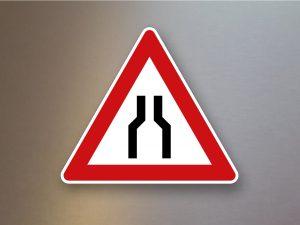 Verkehrsschild-Verkehrszeichen-Gefahrenzeichen-Verengte-Fahrbahn-120