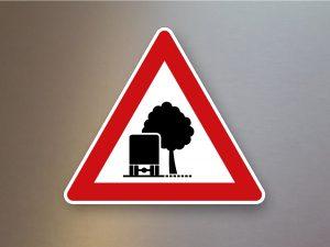 Verkehrsschild-Verkehrszeichen-Gefahrenzeichen-unzureichendes-Lichtraumprofil-101-54
